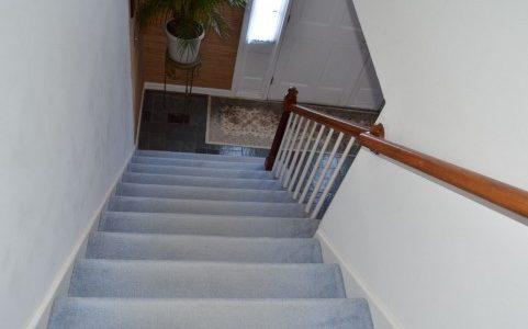 階段の上り下りがつらいひざ痛